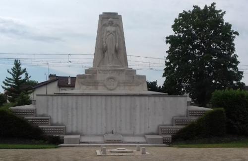 monument st maur.jpg