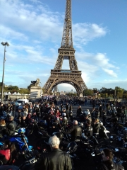 motos tour eiffel.jpg