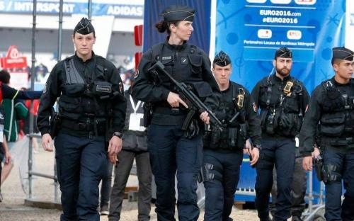 gendarme femmes.jpg